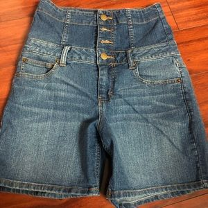 Forever 21 High Waisted Denim Buttonfly Fly Short
